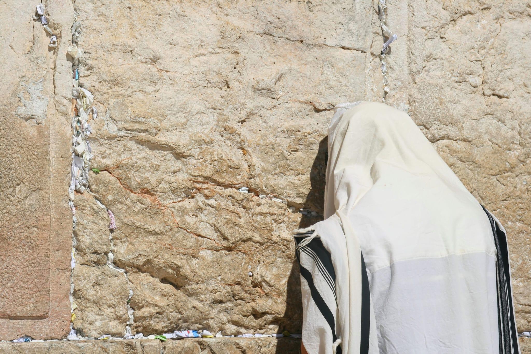 How do I find a true rabbi?